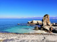 kassiopi-bay-beach-sandy-pebble-stones -bataria